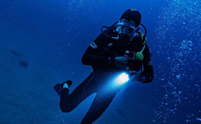 Using underwater video lights